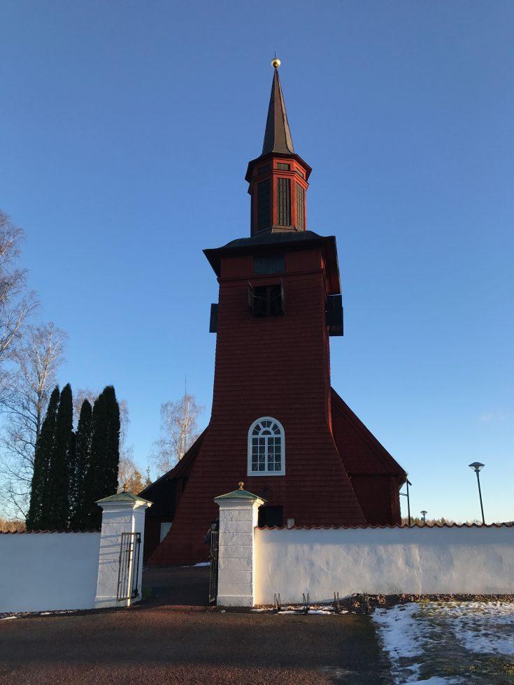 Ett besök i Hosjö kyrka hör julen till.